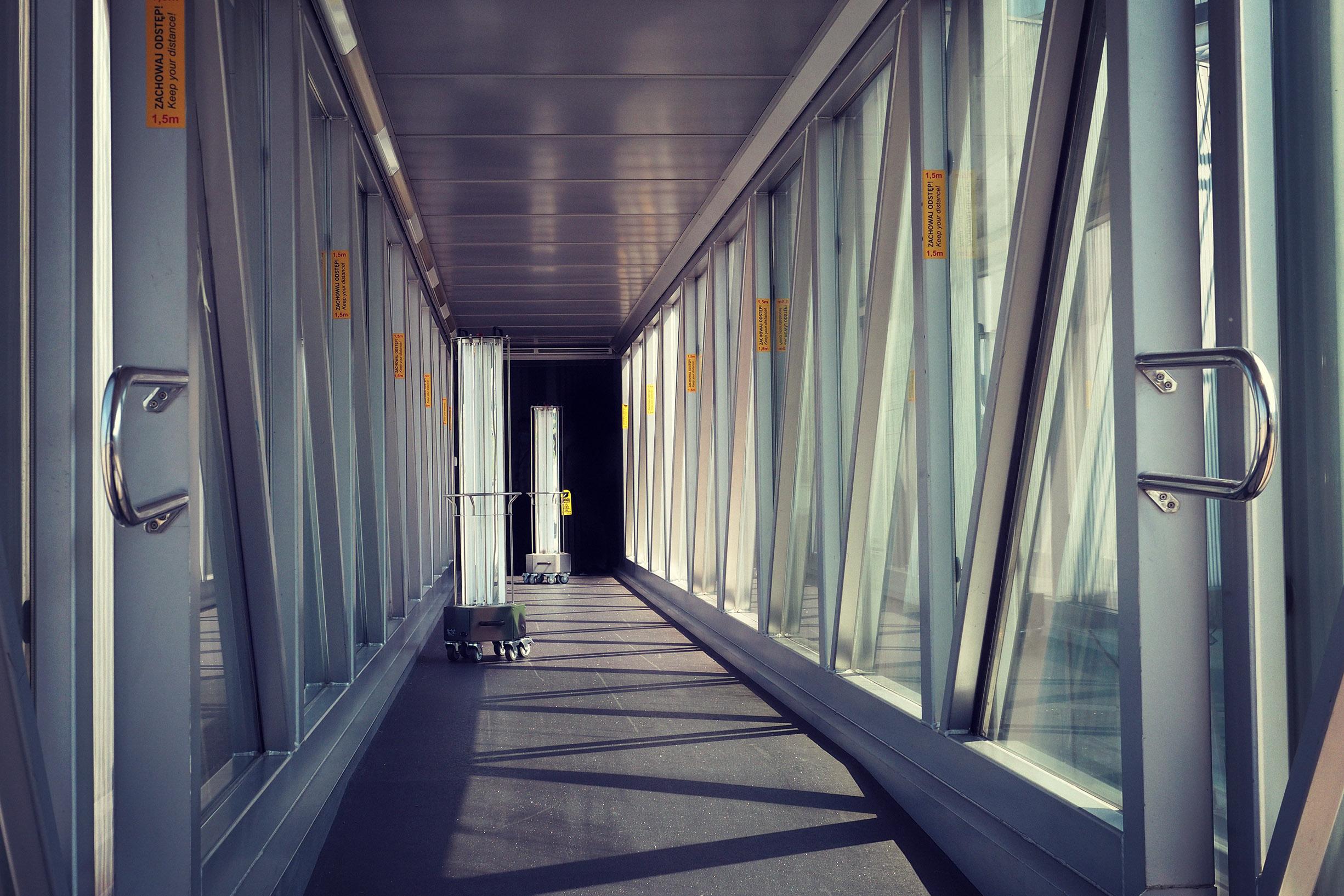 Lotnisko Chopina w Warszawie (Warsaw Chopin Airport, kod IATA: WAW, kod ICAO: EPWA)